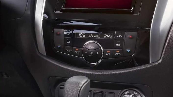 2020 Nissan Terra International Version Interior 003
