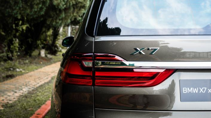 2021 BMW X7 xDrive40i Pure Excellence Exterior 008