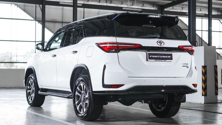 2021 Toyota Fortuner 2.8 VRZ AT 4x4 Exterior 003