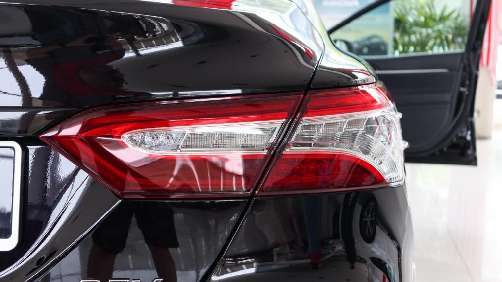 2019 Toyota Camry 2.5V Exterior 012