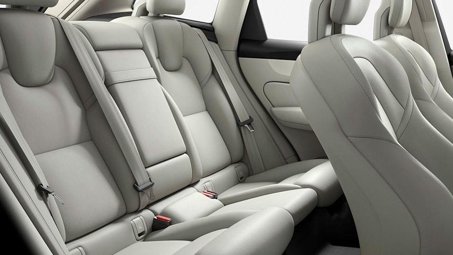 Volvo XC60 (2018) Interior 018