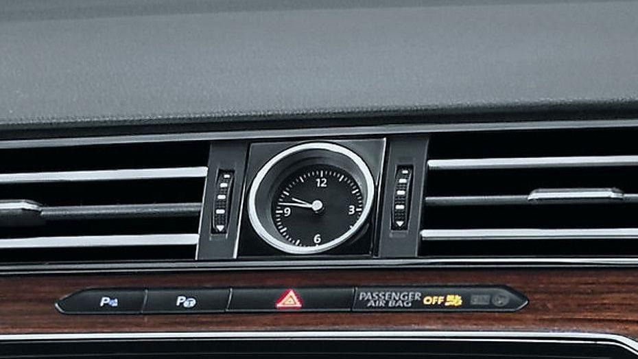 Volkswagen Passat (2018) Interior 009