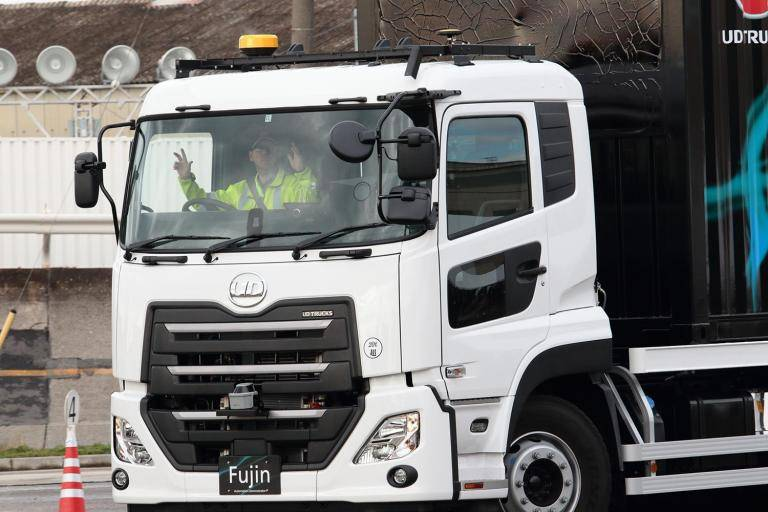 Driving next to a lorry? Here's how to make sure its driver can see you 02