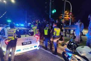 Can't resist Lambang H! This guy stole a Honda Civic police car to impress his girlfriend