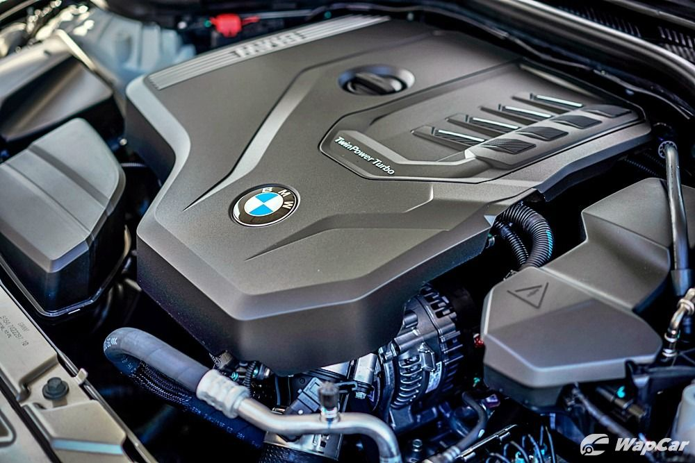 2020 BMW 320i engine bay