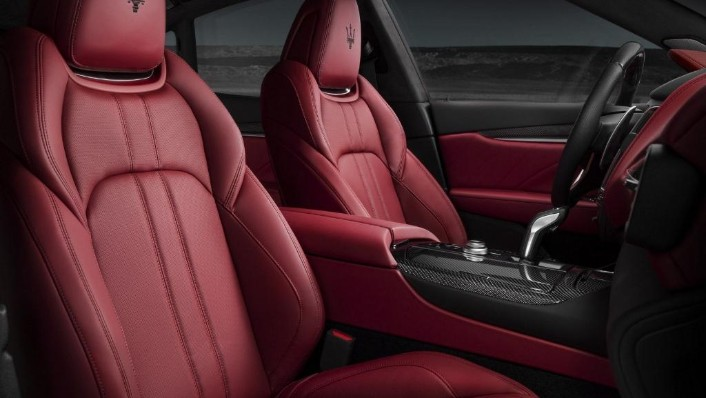 Maserati Levante (2019) Interior 008