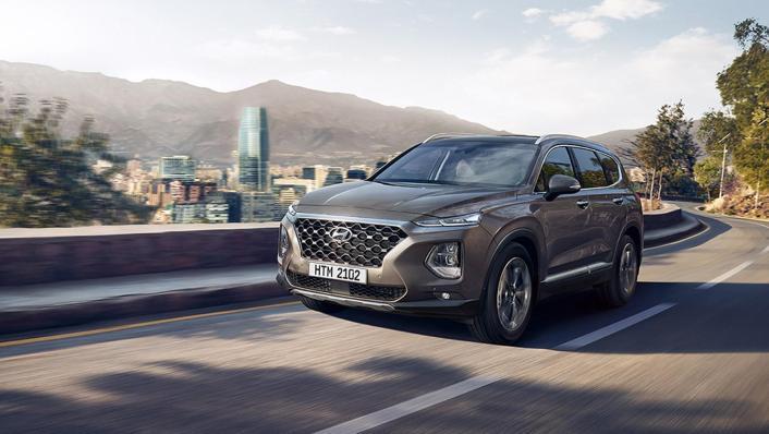 Hyundai Santa Fe (2019) Exterior 001