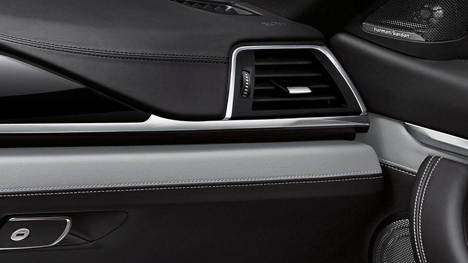 BMW M4 Coupe (2019) Interior 009
