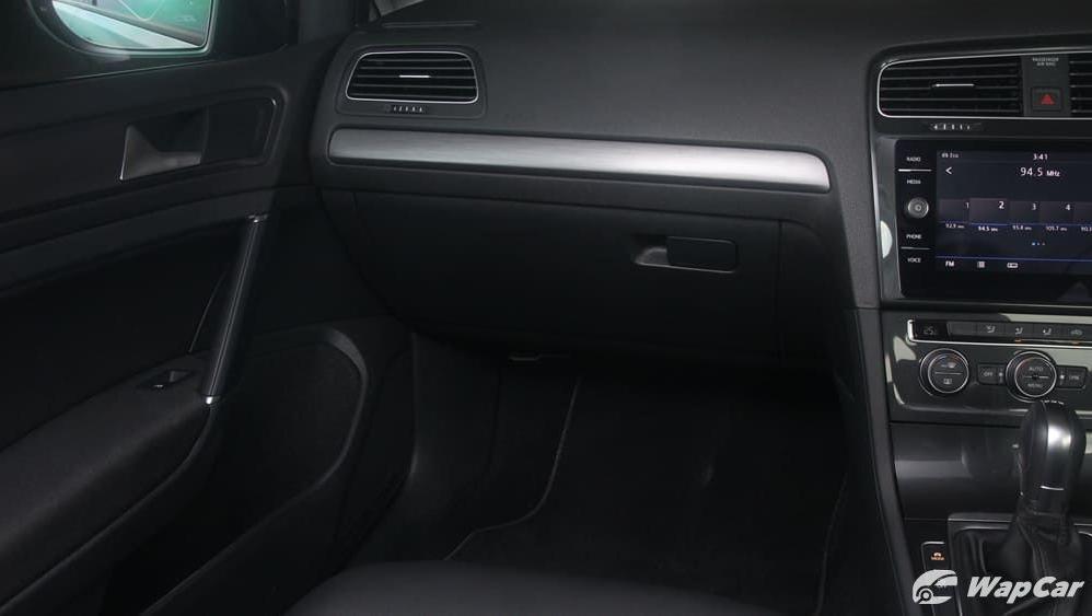 2018 Volkswagen Golf 1.4 TSI R-Line Interior 003