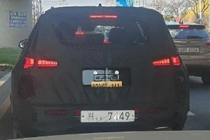 Spied: Check out those stylish lights on the Hyundai Santa Fe facelift