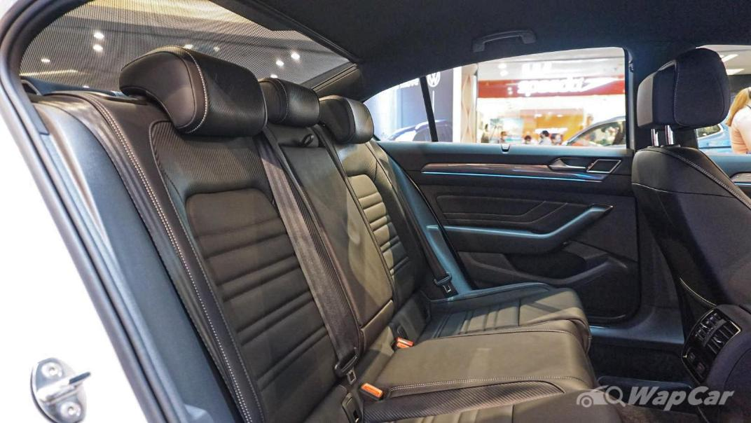 2020 Volkswagen Passat 2.0TSI R-Line Interior 044
