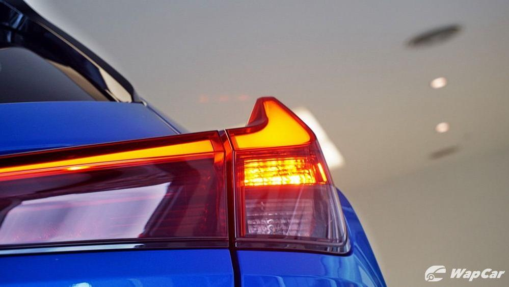 2020 Lexus UX 200 Luxury Exterior 043