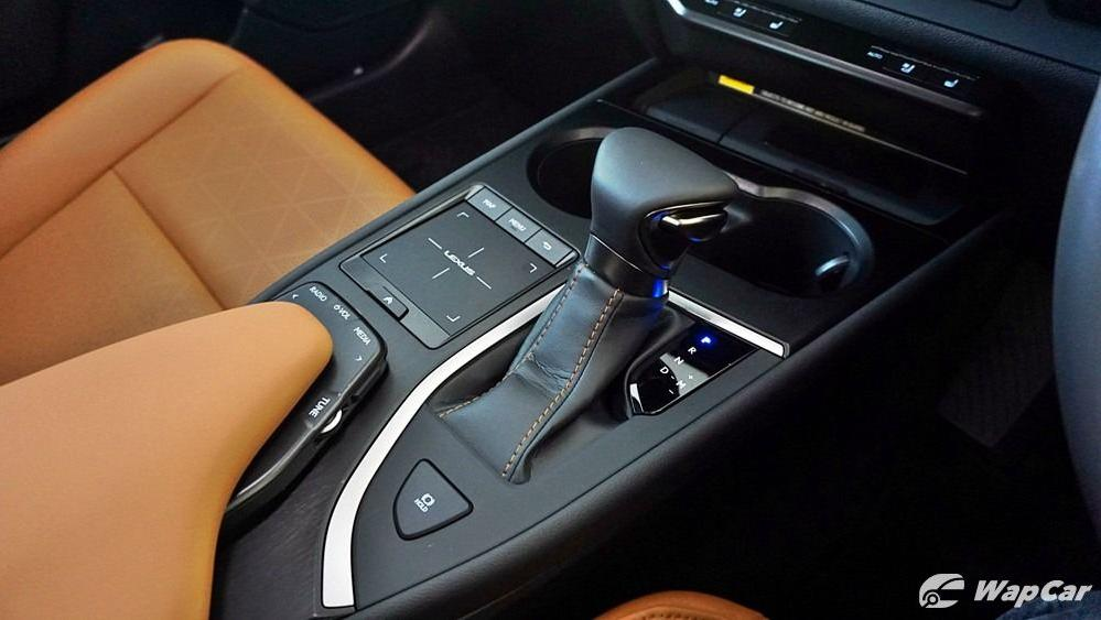 2020 Lexus UX 200 Luxury Interior 032