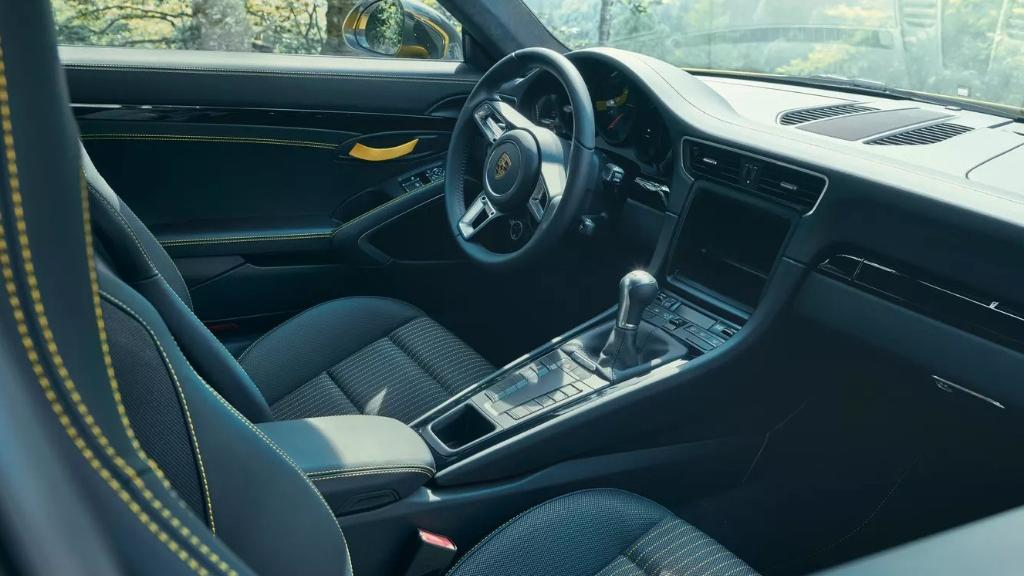 2018 Porsche 911 Carrera T Interior 002