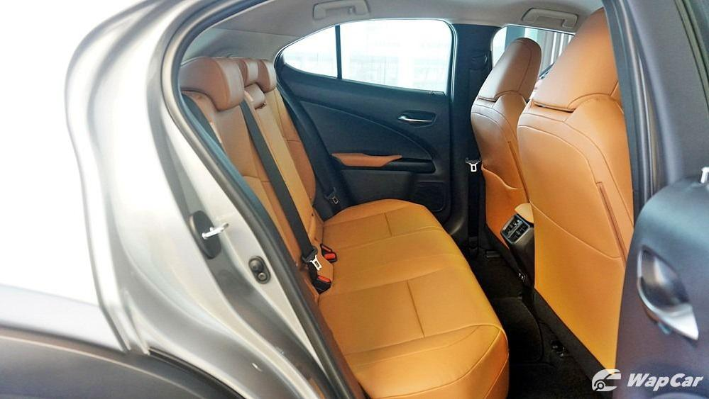 2020 Lexus UX 200 Luxury Interior 043