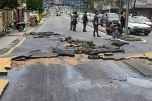 Beware of damaged roads near the Taman Bahagia LRT Station!