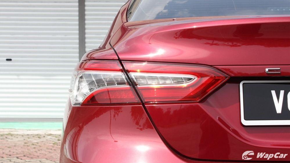 2019 Toyota Camry 2.5V Exterior 040
