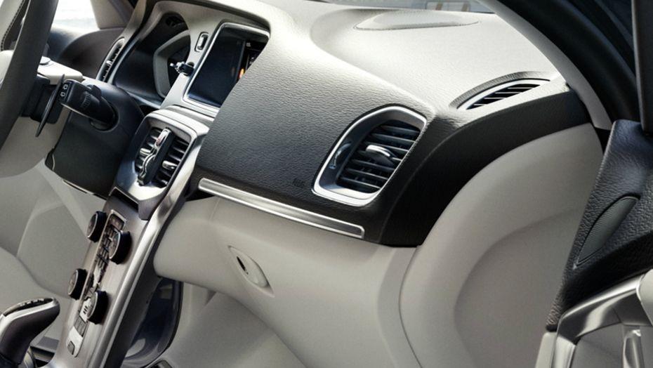 Volvo V40 (2018) Interior 003