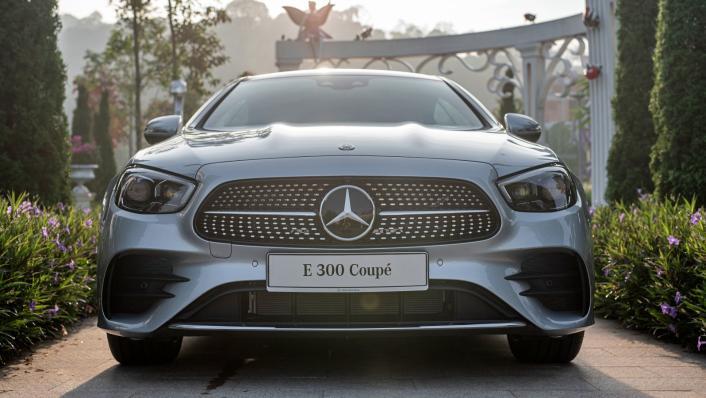 2021 Mercedes-Benz E-Class Coupe E300 AMG Line Exterior 002