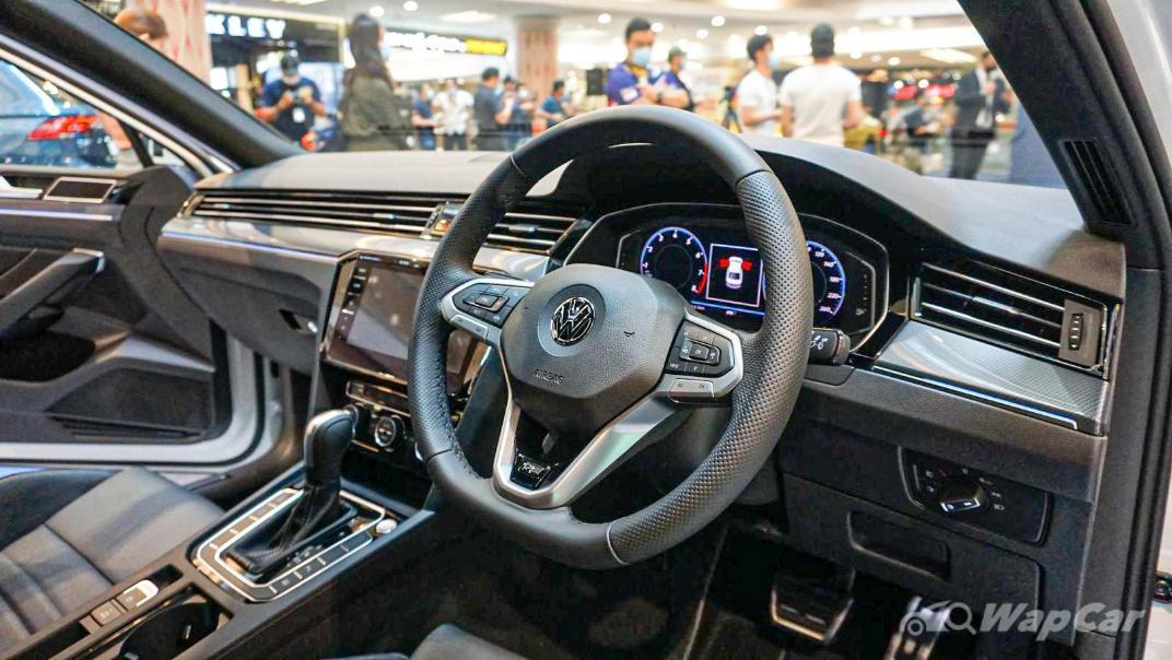 2020 Volkswagen Passat 2.0TSI R-Line Interior 029