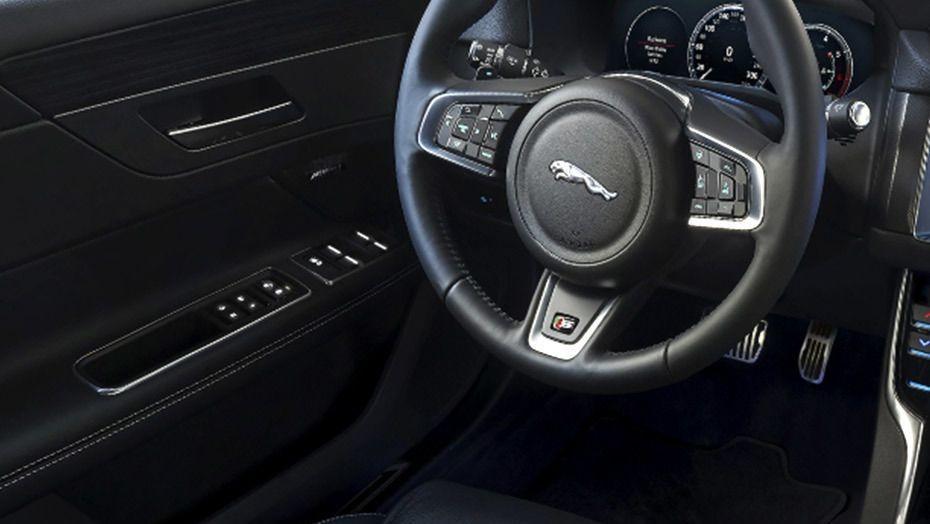 Jaguar XF (2017) Interior 001