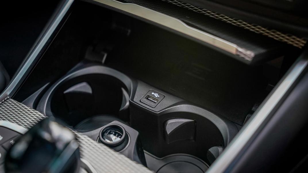 2020 BMW 3 Series 330e Interior 006