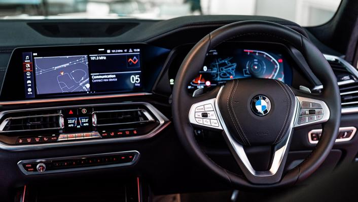 2021 BMW X7 xDrive40i Pure Excellence Interior 002