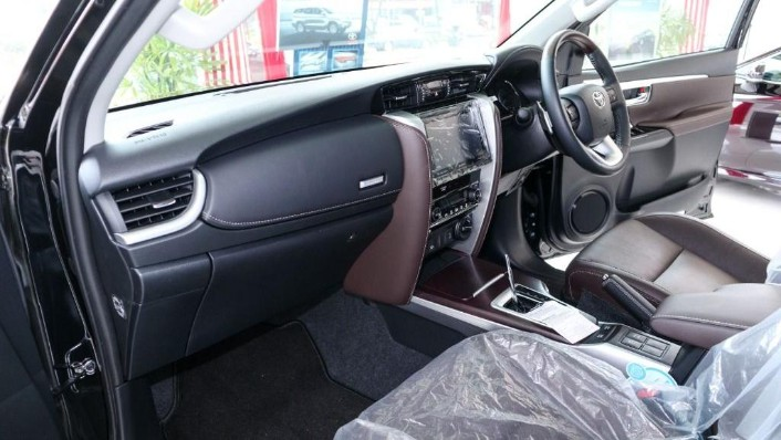 2018 Toyota Fortuner 2.7 SRZ AT 4x4 Interior 003