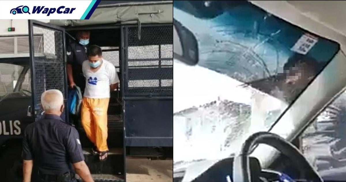 Juruteknik mengaku tak bersalah hentak Honda Civic dengan helmet 01
