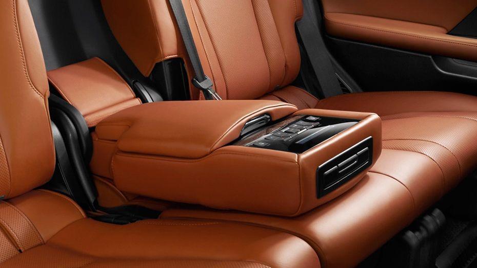Lexus LX (2018) Interior 005
