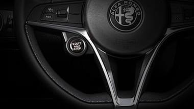 Alfa Romeo Giulia (2019) Interior 015