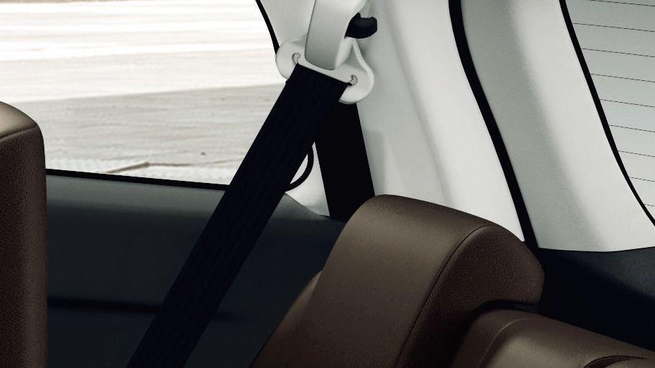 Toyota Fortuner (2018) Interior 017