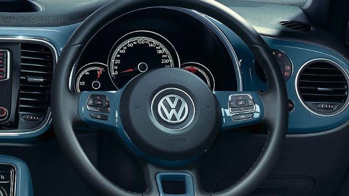 Volkswagen Beetle (2018) Interior 002