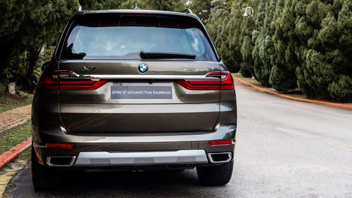 2021 BMW X7 xDrive40i Pure Excellence Exterior 004