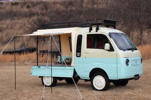This Daihatsu Hijet is transformed from pasar malam truck to kawaii camper!