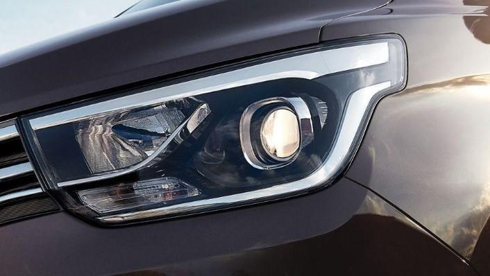 Hyundai Grand Starex (2018) Exterior 006