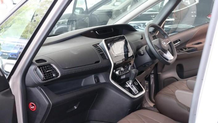 2018 Nissan Serena S-Hybrid Highway Star 2.0 Interior 003