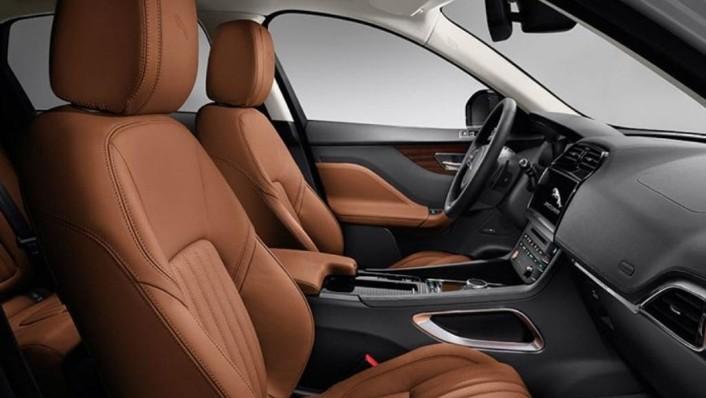 Jaguar F-Pace (2018) Interior 006