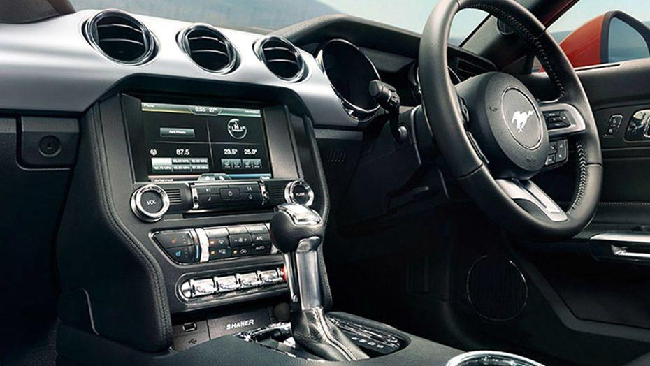 Ford Mustang (2018) Interior 001