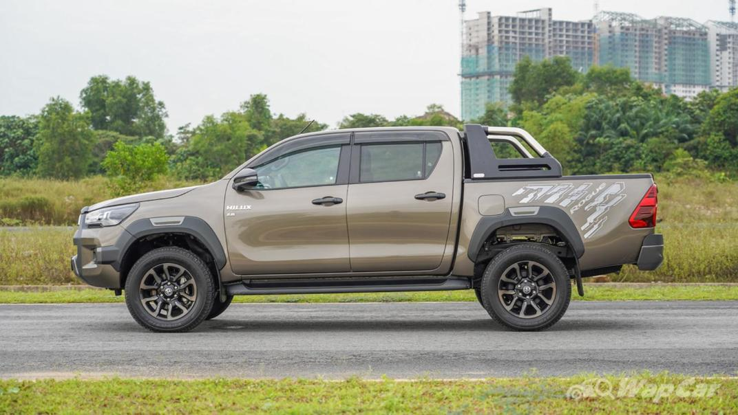 2020 Toyota Hilux Double Cab 2.8 Rogue AT 4X4 Exterior 008