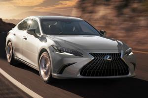 New 2022 Lexus ES facelift debuts - Reloads its ammo against 5 Series and E-Class