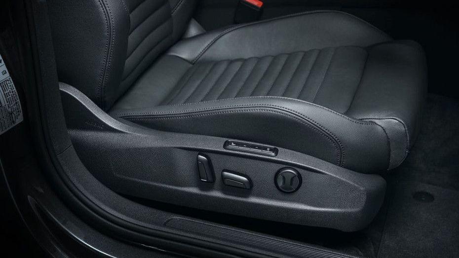 Volkswagen Passat (2018) Interior 012
