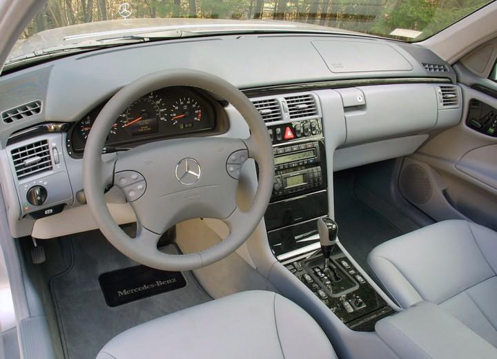 Ulang tahun Mercedes-Benz E-Class (W210) yang ke-25. Kenapa model ini sangat dikenali ramai? 02