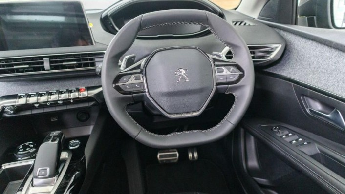 2019 Peugeot 5008 THP Plus Allure Interior 005