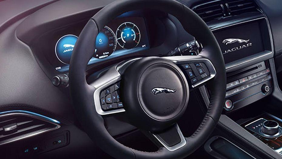 Jaguar F-Pace (2018) Interior 002