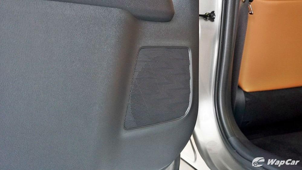 2020 Lexus UX 200 Luxury Interior 080