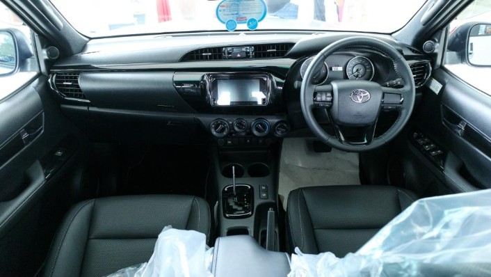 2018 Toyota Hilux Double Cab 2.4 L-Edition AT 4x4 Interior 001