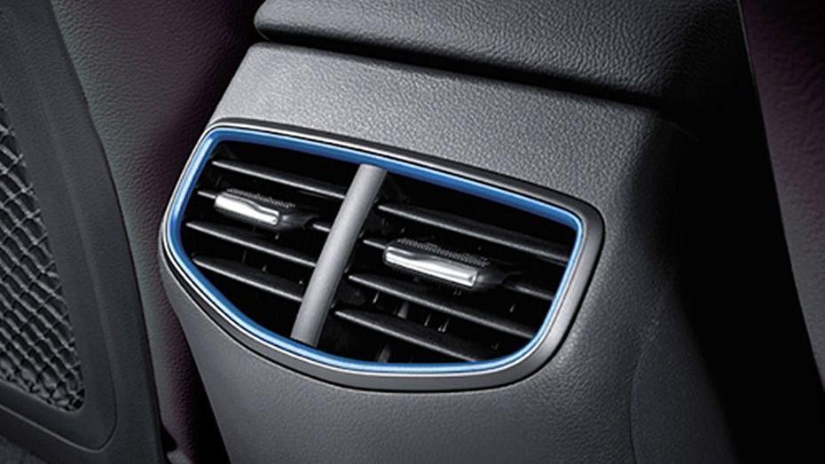 Hyundai Ioniq (2018) Interior 011