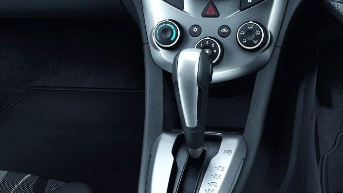 Chevrolet Sonic Sedan (2016) Interior 008