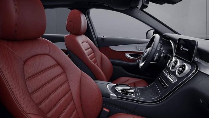 Mercedes-Benz C-Class Saloon (2018) Interior 010